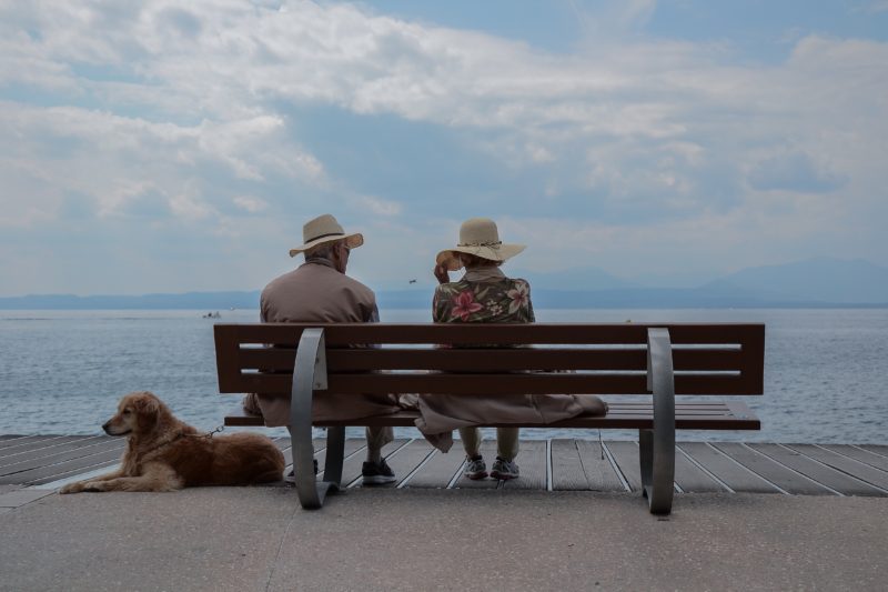 elderly-couple-sitting-on-bench